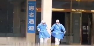 #HeartwarmingMoments: Two medical workers dance ballet in front of a hospital in E China's Anhui to celebrate the recovery of six more #COVID19 patients. pic.twitter.com/p27njb7evk— People's Daily, China (@PDChina) February 25, 2020