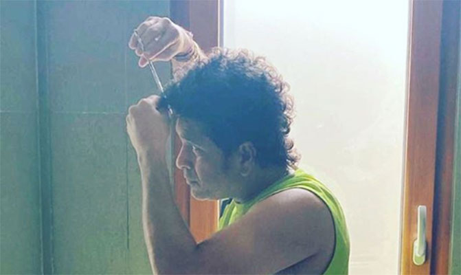 Sachin-Tendulkar-hair-cutting